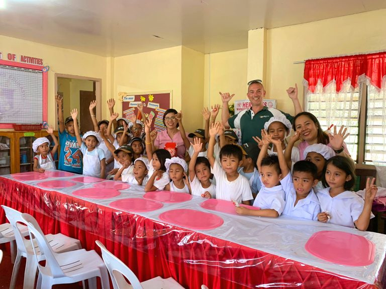 Minuteman Press International NSW Field Representative Warrick Brody was honoured to deliver funds donated from Minuteman Press franchises in New South Wales, Australia to the San Roque Elementary School located at San Roque in the province of Davao Oriental, Philippines. https://minutemanpressfranchise.com/au